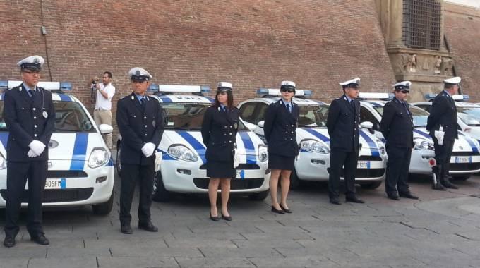 polizia municipale bologna orari via ferrari - photo#17