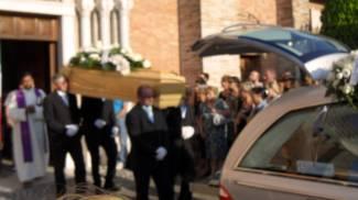 """Il funerale di Niko Tirabasso, gli amici e i familiari: """"Il tuo sorriso vivrà con noi"""""""