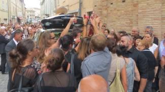 L'ultimo brindisi con 'Flower': San Costanzo saluta Marco Fronzi