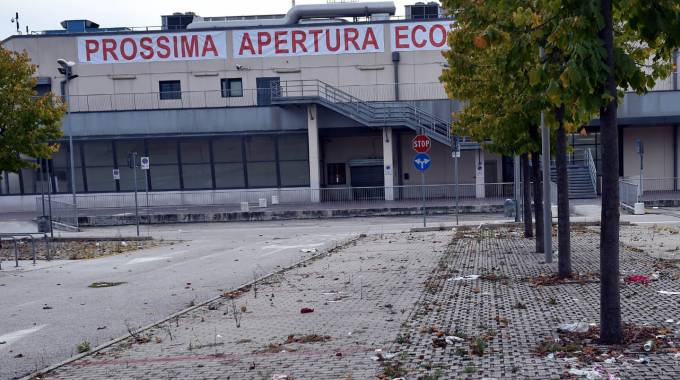 I cinesi si prendono il civita center civitanova marche for Megauno civitanova arredamento