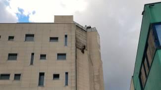 I pompieri mettono in sicurezza il Tag Hotel, guarda le foto