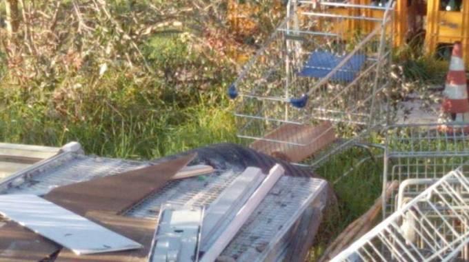 Stendipanni carrelli e vecchi mobili il parco del conero for Mobilia fano