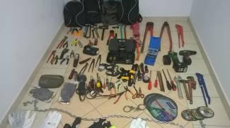 Maxi kit da scasso nascosto in auto: denunciati