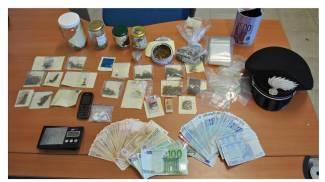 Spaccio di droga quotidiano, tre arresti