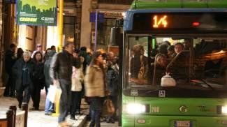 Sul bus tra il centro e la stazione, nessuno timbra il biglietto