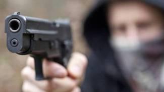 Armato di pistola rapina il kebab