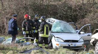 Tragico incidente di Fermignano, migliora il fratellino di 10 mesi. Foto e video