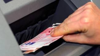 Prelevano soldi all'insaputa dell'assistita: due badanti denunciate dalla 94enne