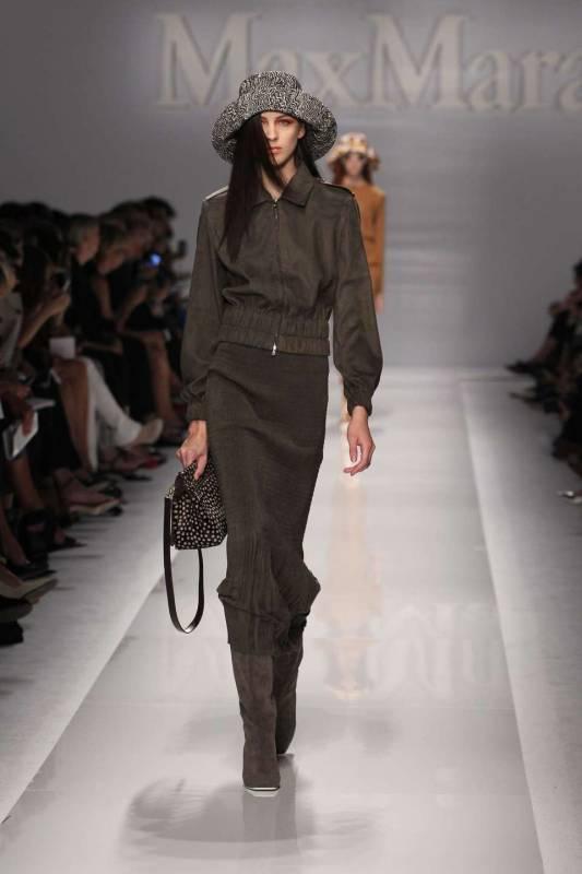 Si ispira a dominique sanda e angelica huston la donna for Casa di moda reggio emilia