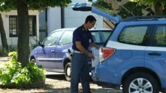 Si lascia morire a 56 anni nel bagagliaio dell'auto parcheggiata a Punta Marina