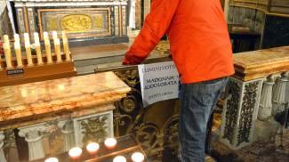 Vailate gesto sacrilego in chiesa: sozzato l'altare