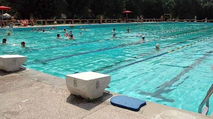 La piscina scoperta di via bacchelli stata costruita oltre quarant anni fa foto archivio bp - Piscina di legnano ...